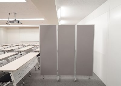 屏風式自立パーティション幅1800×高さ1800 ※ご利用の際は事前問い合わせ(4台まで)